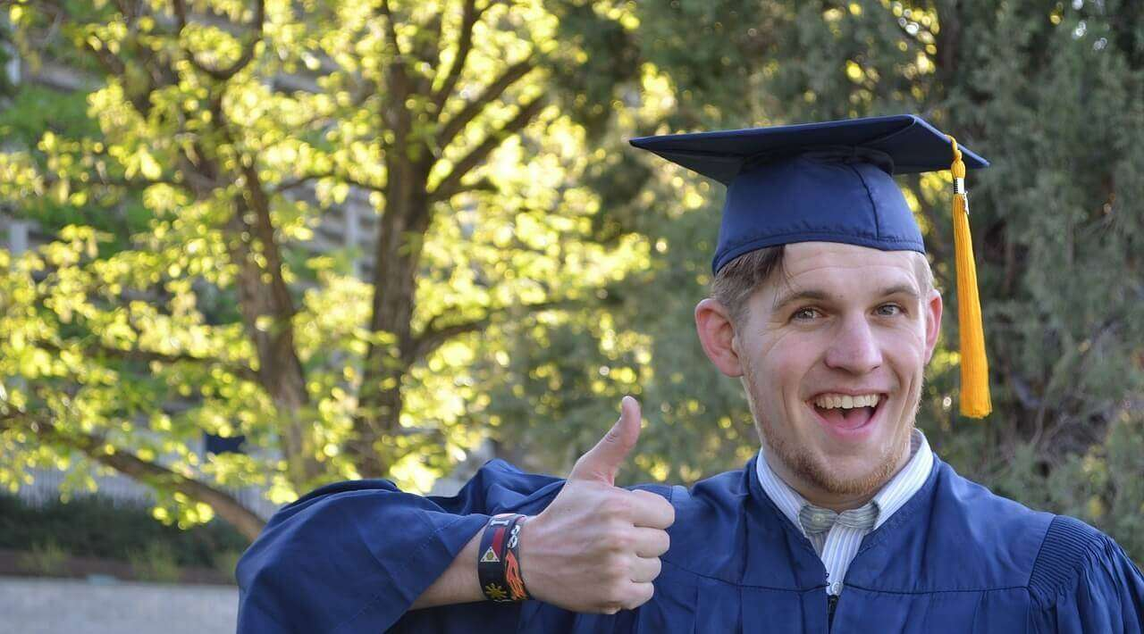 Tips On Choosing Good Grad School Application Essay Writing Service